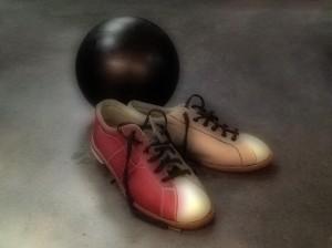 BOWLING SHOES & BALL